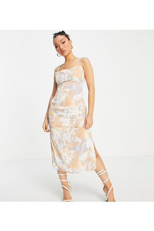 Missguided Midaxi slip dress with tie back in abstract print-White