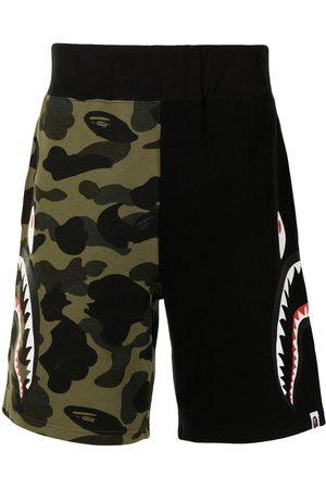 A Bathing Ape Herren Kurze Hosen - Shark camouflage-print cotton track shorts