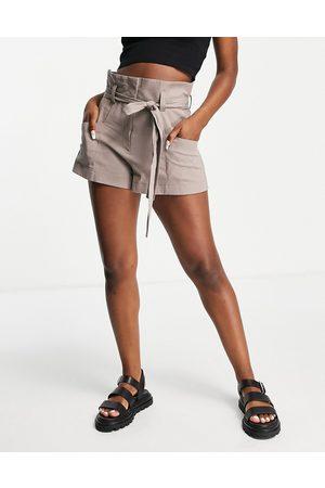 ASOS Damen Shorts - Tailored textured paperbag short in mink-Pink