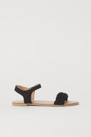 H&M Sandalen mit Flechtriemen