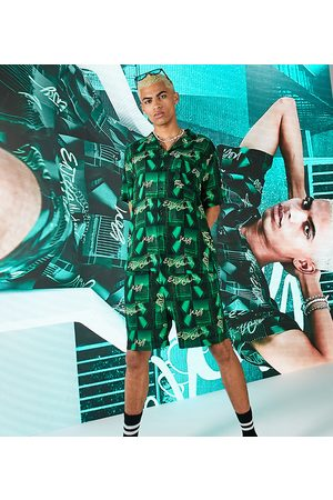COLLUSION Herren Shorts - Short in photographic print co ord-Green