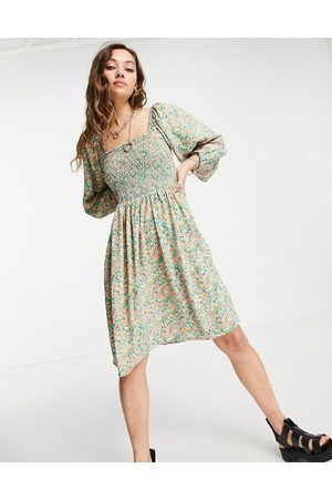 ONLY Damen Freizeitkleider - Mini smock dress with shirring and volume sleeves in green floral print