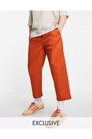 Reclaimed Herren Chinos - Cropped relaxed trouser in tan-Brown