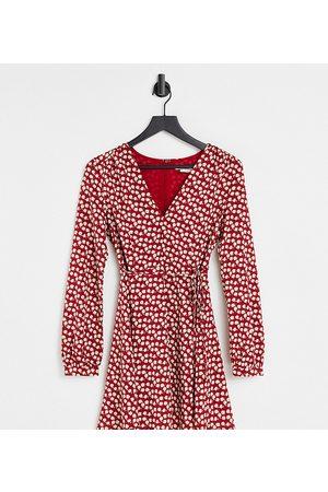 Glamorous Damen Bedruckte Kleider - Tie waist swing dress in red ditsy floral