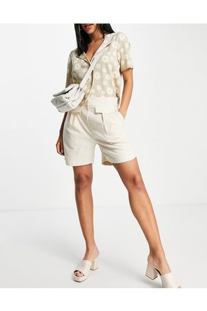 SELECTED Damen Shorts - Femme tailored linen shorts with pocket and tuck detail in cream-White