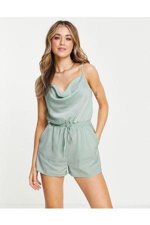 Skylar Rose Damen Jumpsuits - Cowl front satin playsuit in sage green