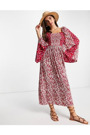 ASOS Damen Freizeitkleider - Shirred maxi dress with fluted sleeve in mixed red prints-Multi