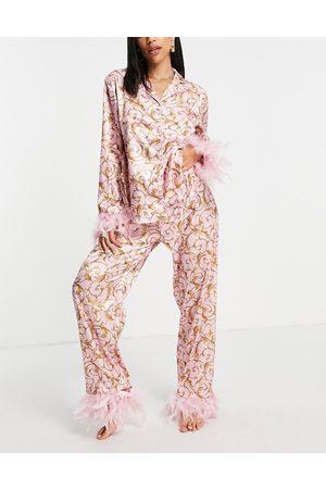 NIGHT Damen Schlafanzüge - Baroque print satin pyjamas with detachable faux feather trim in pink