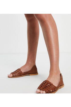 ASOS Damen Sandalen - Wide Fit Facts cross strap mule sandals in tan-Brown