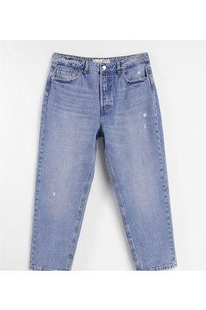 Stradivarius Petite mom fit vintage jean in light wash-Blue