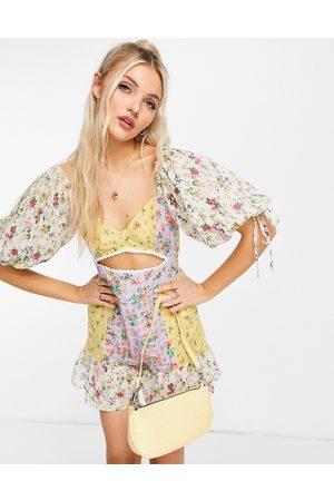 ASOS Damen Jumpsuits - Big sleeve playsuit in mixed ditsy print-Multi