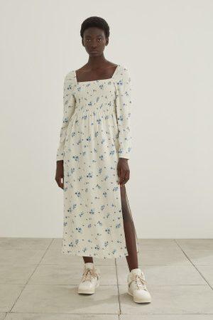 H&M Langes gesmoktes Kleid