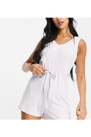 ASOS Tall Damen Jumpsuits - ASOS DESIGN Tall exclusive lounge super soft rib playsuit with waist tie in lilac-Purple