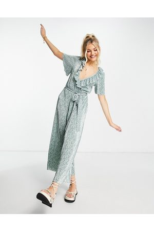 ASOS DESIGN Damen Jumpsuits - Frill wrap plisse jumpsuit in sage green floral-Multi