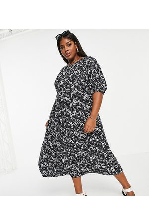 ASOS ASOS DESIGN Curve midi smock dress with short puff sleeves in black and white daisy print
