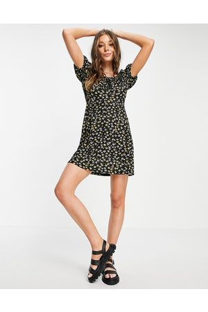 JDY Damen Bedruckte Kleider - Milk maid mini dress in black daisy print-Multi