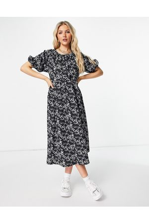 ASOS DESIGN Midi smock dress with short puff sleeves in black and white daisy print