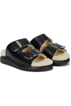 Alexander McQueen Damen Sandalen - Sandalen aus Leder mit Shearling