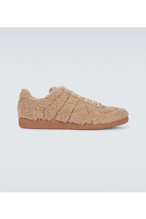 Maison Margiela Sneakers Replica aus Faux Shearling