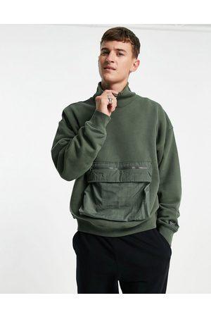 Levi's Levi's cargo utility pocket high neck sweatshirt in green