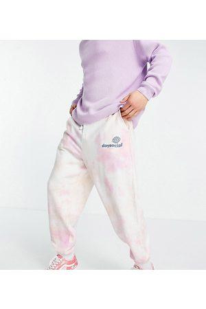 ASOS Herren Lange Hosen - ASOS Daysocial co-ord relaxed tie dye jogger with logo print in pink and orange