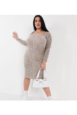 ASOS Damen Freizeitkleider - ASOS DESIGN Curve super soft midi square neck jumper dress in mini leopard print-Brown