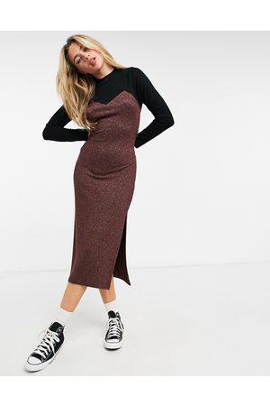 ASOS Damen Freizeitkleider - Super soft midi jumper dress with long sleeves in contrast brown and black
