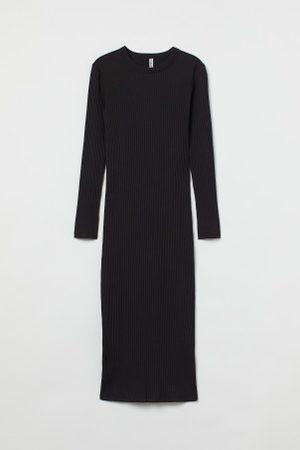 H&M Geripptes Kleid